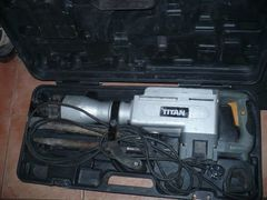 50J - młot wyburzeniowy TITAN z walizką i dłutami